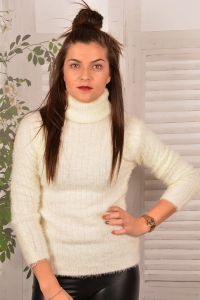 Sweter z Golfem Sheep- Ecru